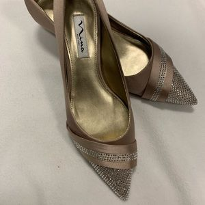 Nina New York dark champagne kitten heels NWOT
